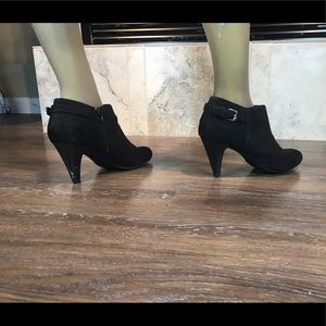 5/$20 Comfort Plus Ankle Boots, Size 8